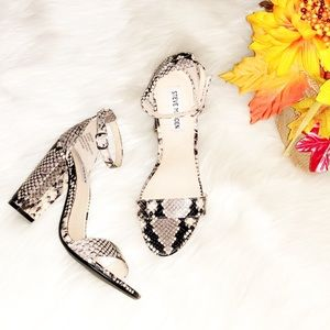 🆕STEVE MADDEN Carrson Snake Print Leather Heels